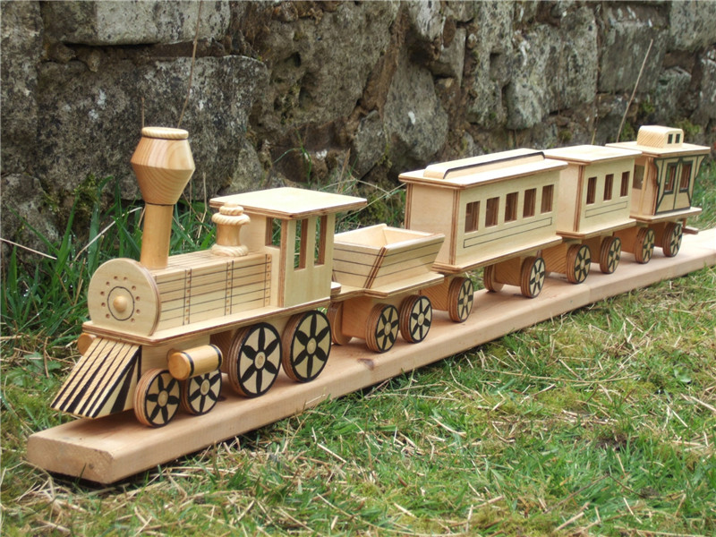 wooden-toy-steam-train